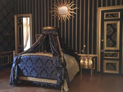 lit-baldaquin-royal