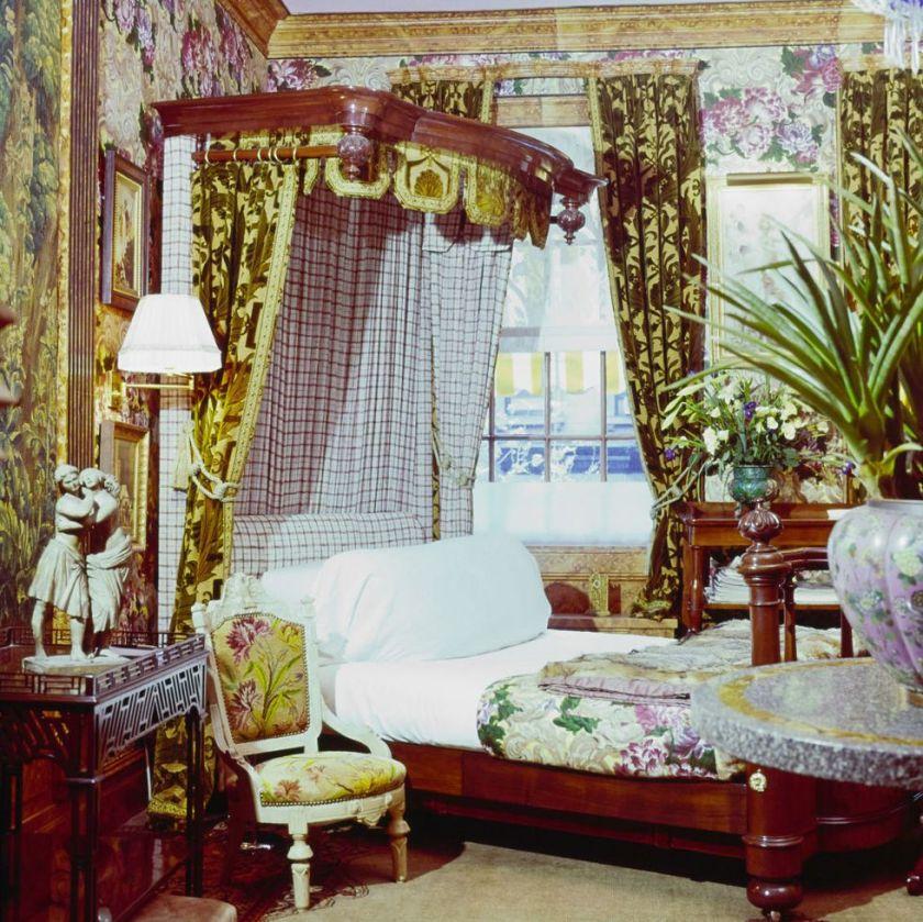 lit-chambre-avec-baldaquin